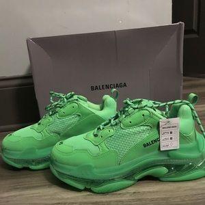 Balenciagas Triple S Neon Green